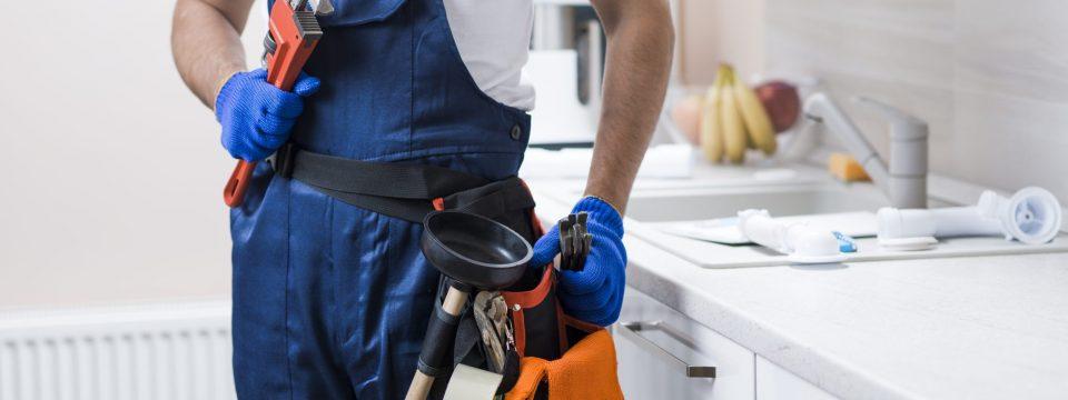 crop-plumber-kitchen